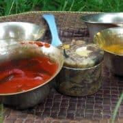 Zeichenfarben für die Dhuni-Feuer-Zeremonie