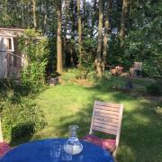 Garten-Tisch vor dem Seminarraum